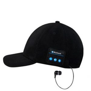 כובע עם אוזניות בלוטות'
