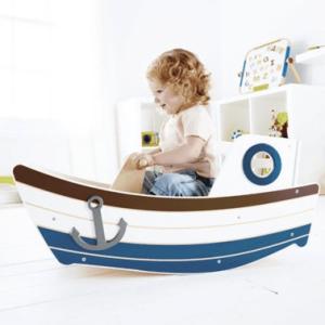נדנדת עץ בצורת סירה