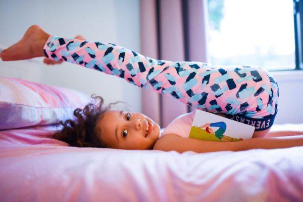 ילדת יוגה